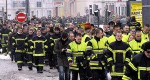 Manifestation de pompiers contre les violences urbaines (Mulhouse)